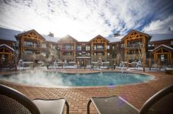 steamboat-bear-lodge-pool.jpeg